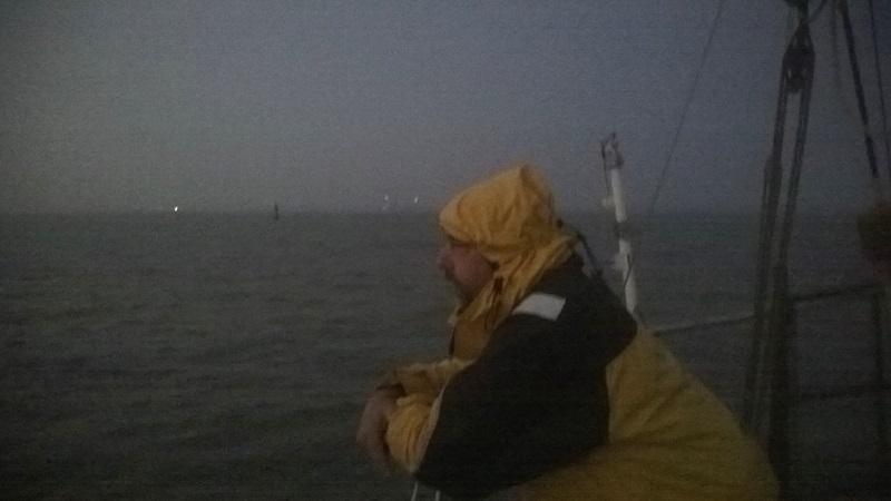 Skipper auf der Barre verbringt seine Zeit mit Warten