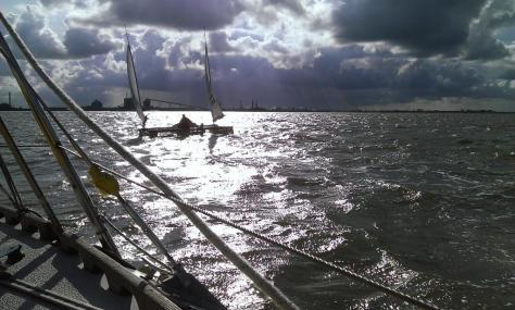 Trimaran im Anflug auf Kanal Delfzijl