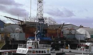 """Dem Wetter schutzlos ausgeliefert: Kogge """"Roland von Bremen"""" im Hohentorshafen"""