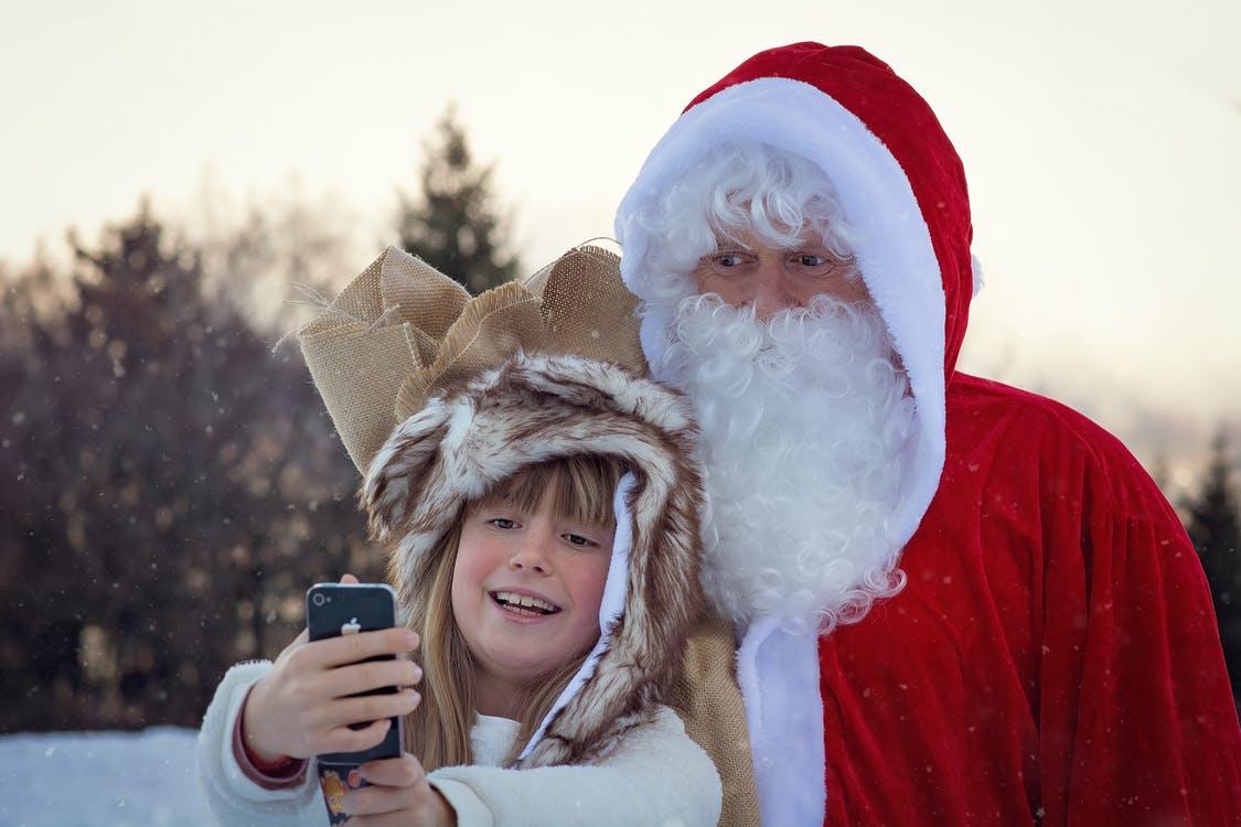 Santa in vancouver, mall santas near me, vancouver malls, santa claus hours, oakridge mall