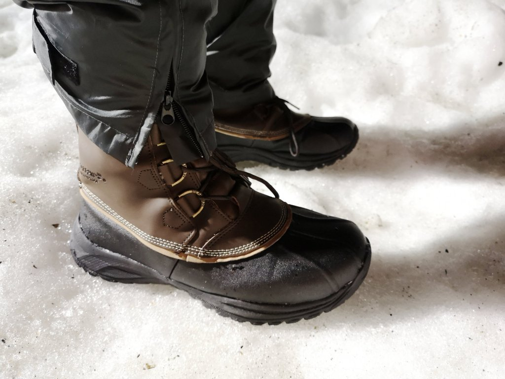 Mens waterproof walking boots, rubber based boots, best boots for snow, heavy rain, Hollyburn mountain, cypress mountain, how much is snowshoeing on cypress?, healthy family expo, vancouver events to do in the rain, dad blogger, parenting bloggers, vancouver bloggers, canadian bloggers, dads in vancouver, parents in vancouver, district local, socialdad, socialdad.ca, James RC Smith,