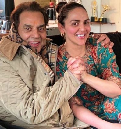 Esha Deol With Her Father, Dharmendra