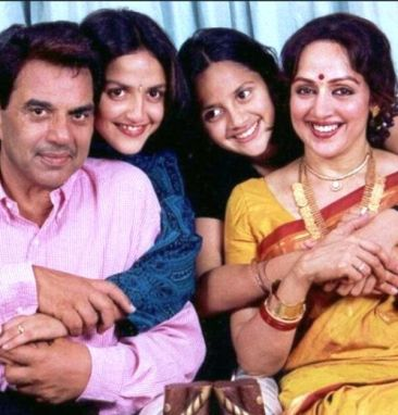 Esha Deol With Her Parents and Sister