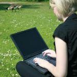laptop-green-field