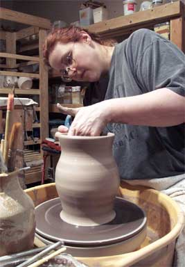 English: Potter at work on potter's wheel.
