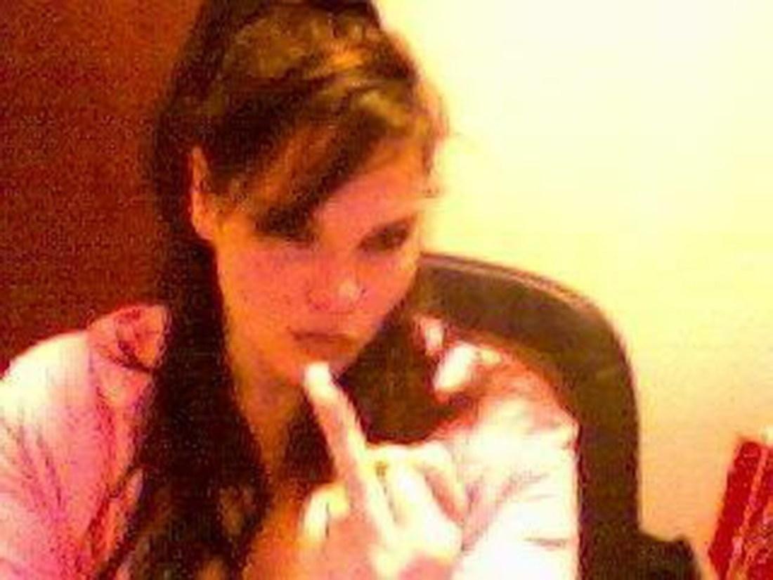 img_5854-jennifer_morrell-middle_finger-bird_flipping-real_jenny_girl-official-jennygirl