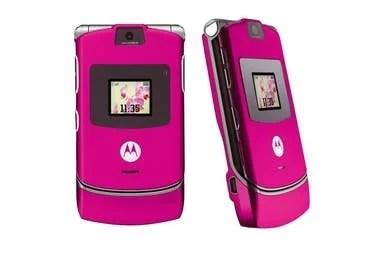 Uno de los aciertos de Motorola con el Razr estuvo en ofrecer versiones en múltiples colores, incluyendo varios tonos de rosa, dorado y turquesa