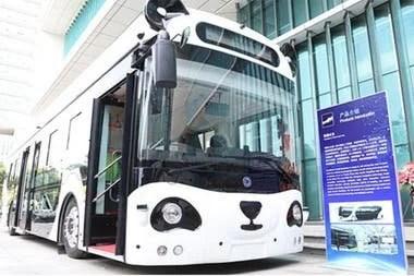 En el Panda Bus desarrollado por Deepblue, loa pasajeros pueden hacer compras a bordo con un sistema de identificación de venas, y está equipado con pantallas para publicidad con seguimiento de las pupilas y reconocimiento facial