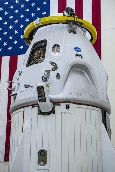 La cápsula Crew Dragon tiene un escudo térmico que la protege al regresar a la Tierra