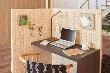 En tiempos de pandemia y trabajo remoto, el escritorio con tabique de Panasonic permite crear un ambiente laboral en cualquier lugar de la casa