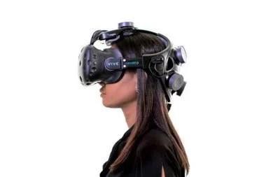 La firma Neurable combinó los sensores de lectura de la actividad cerebral junto al visor HTC Vive para que una persona pueda controlar con la mente las acciones dentro de un videojuego