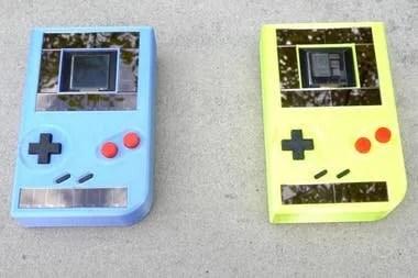 Estos prototipos basados en la consola portátil Game Boy buscan demostrar la viabilidad de la computación intermitente, una tecnología que busca dejar de lado el uso de baterías mediante el uso de fuentes de energía sustentable