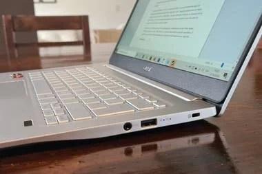 Los conectores del lado derecho de la Acer Swift 3