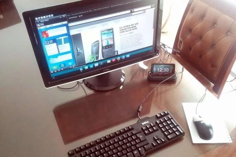 El Motorola Atrix, en 2011, un pionero a la hora de usar un smartphone como corazón de un equipo de escritorio