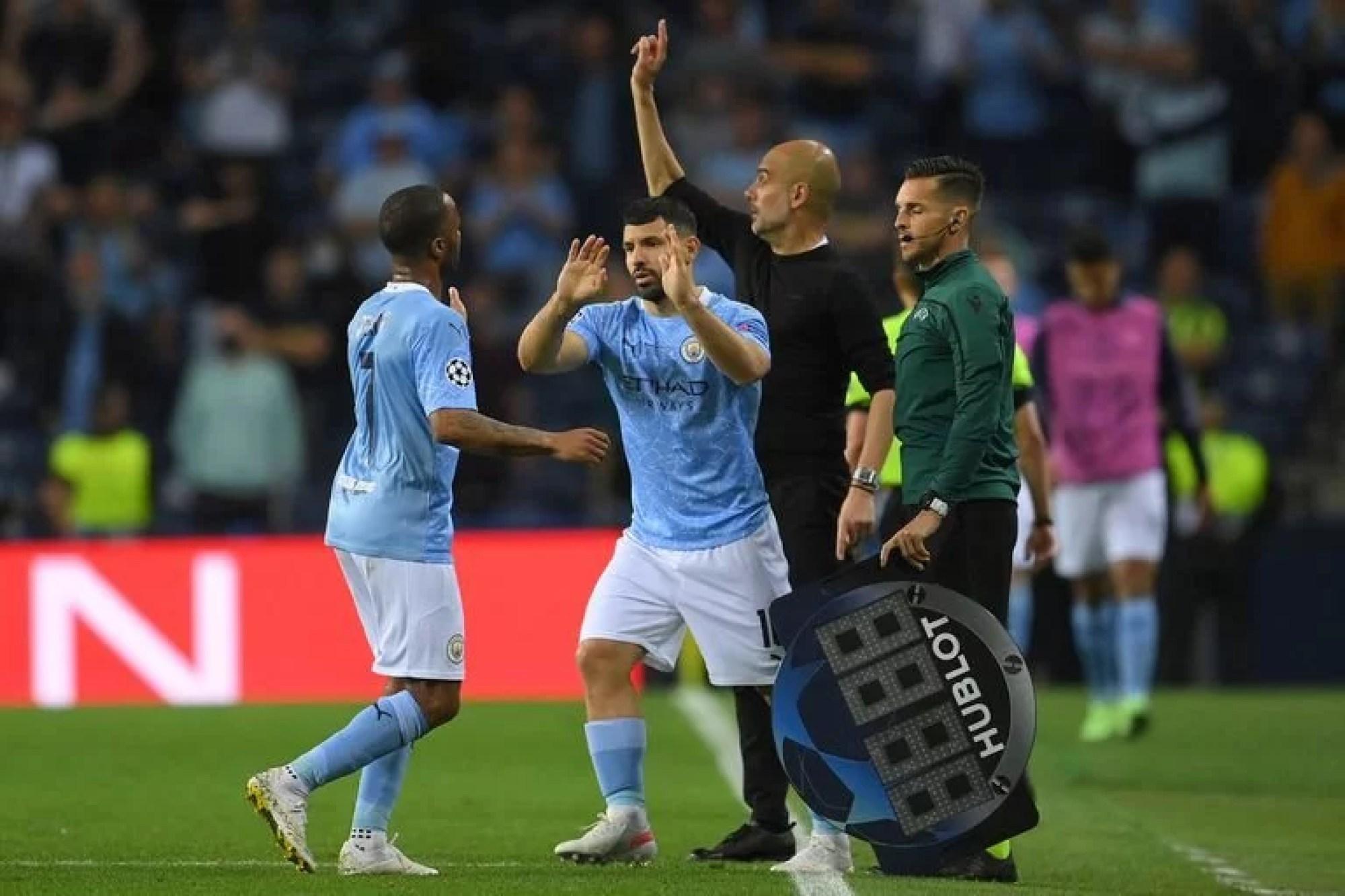 Guardiola dispuso el ingreso de Sergio Aguero por Raheem Sterling, iban... 31 minutos del segundo tiempo