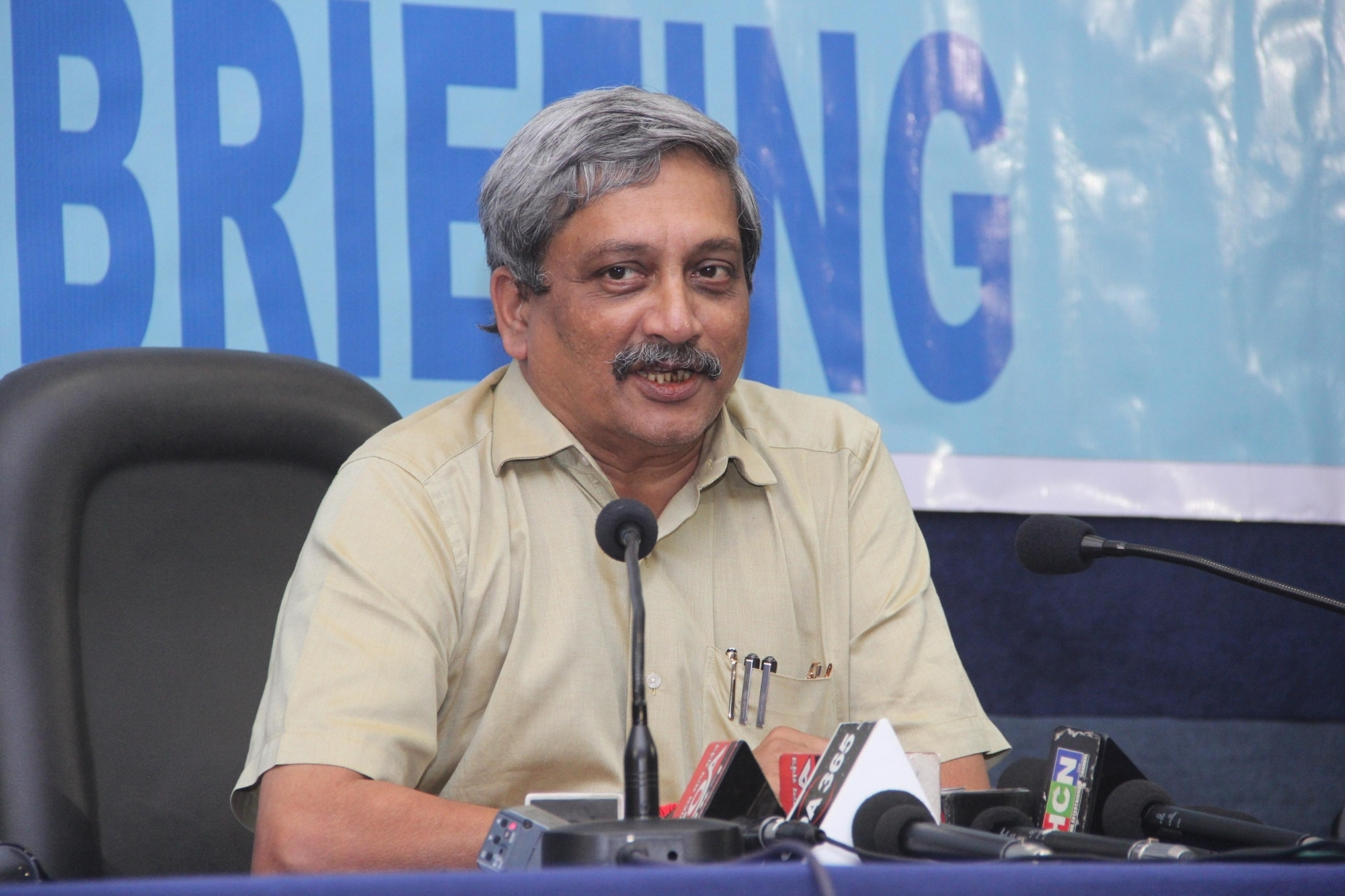 Defence Ministry Signs Mous for Making Jets, Choppers