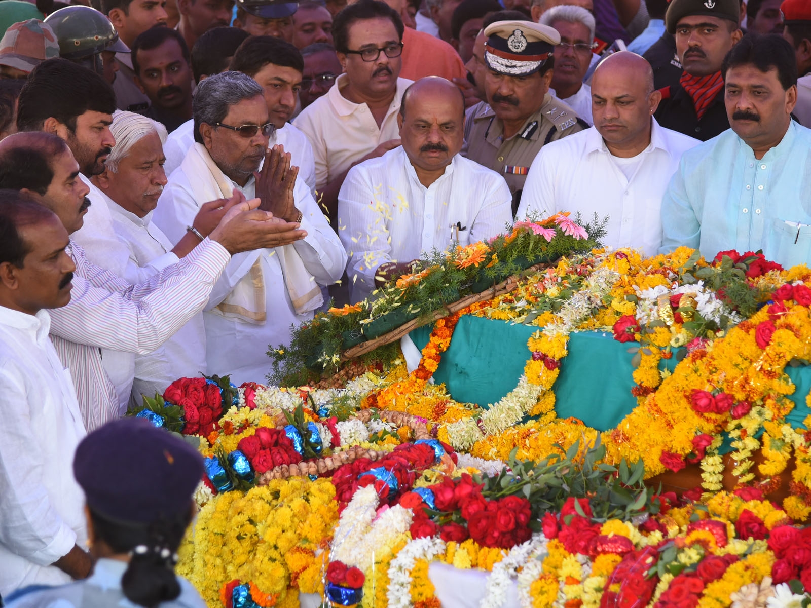 Tearful Adieu to Siachen Braveheart in Karnataka