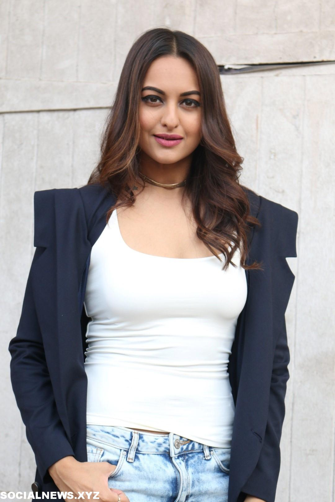 actress sonakshi sinha new stills social news xyz