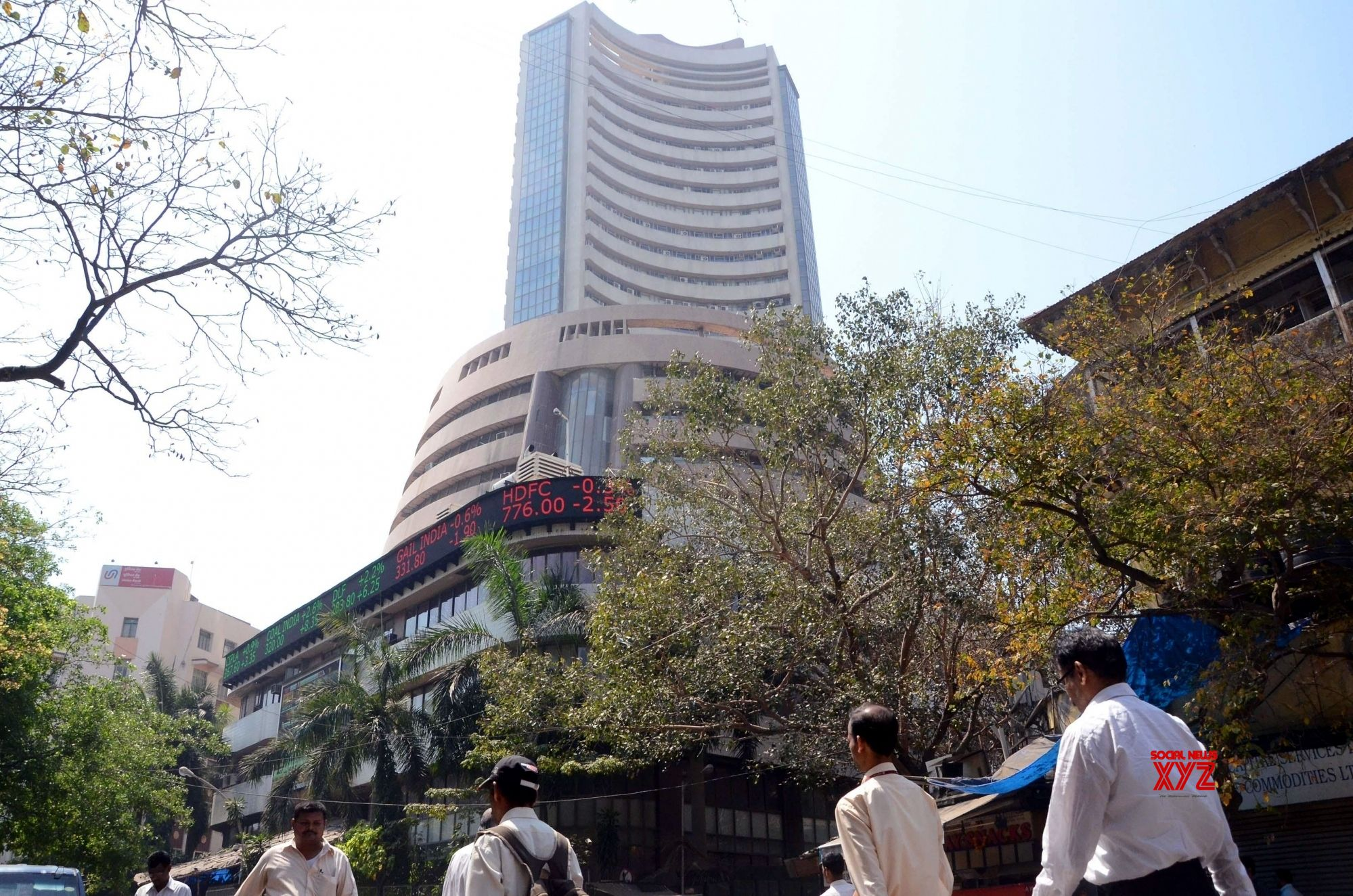 Sensex gains 278 points led by IT stocks