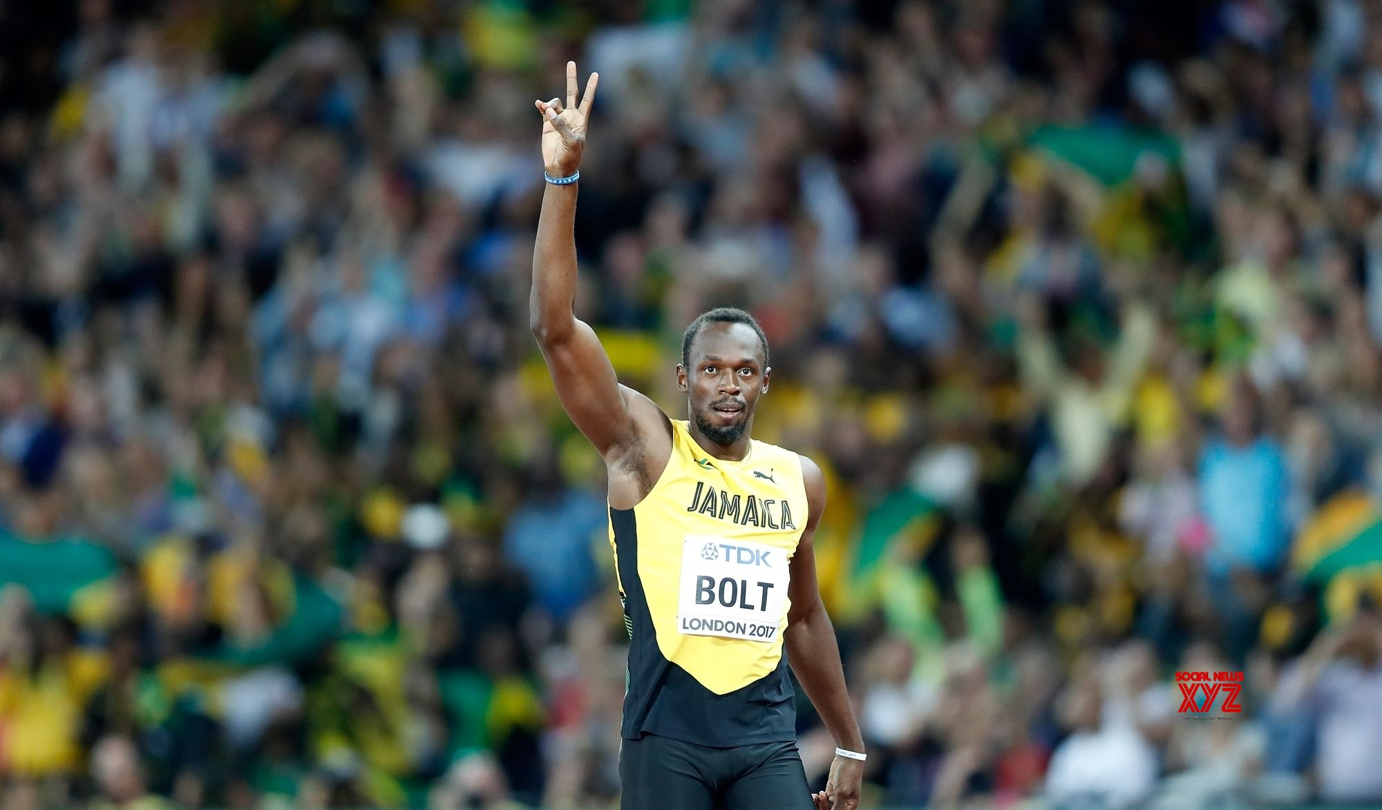 Bolt injured and crashes out in men's relay