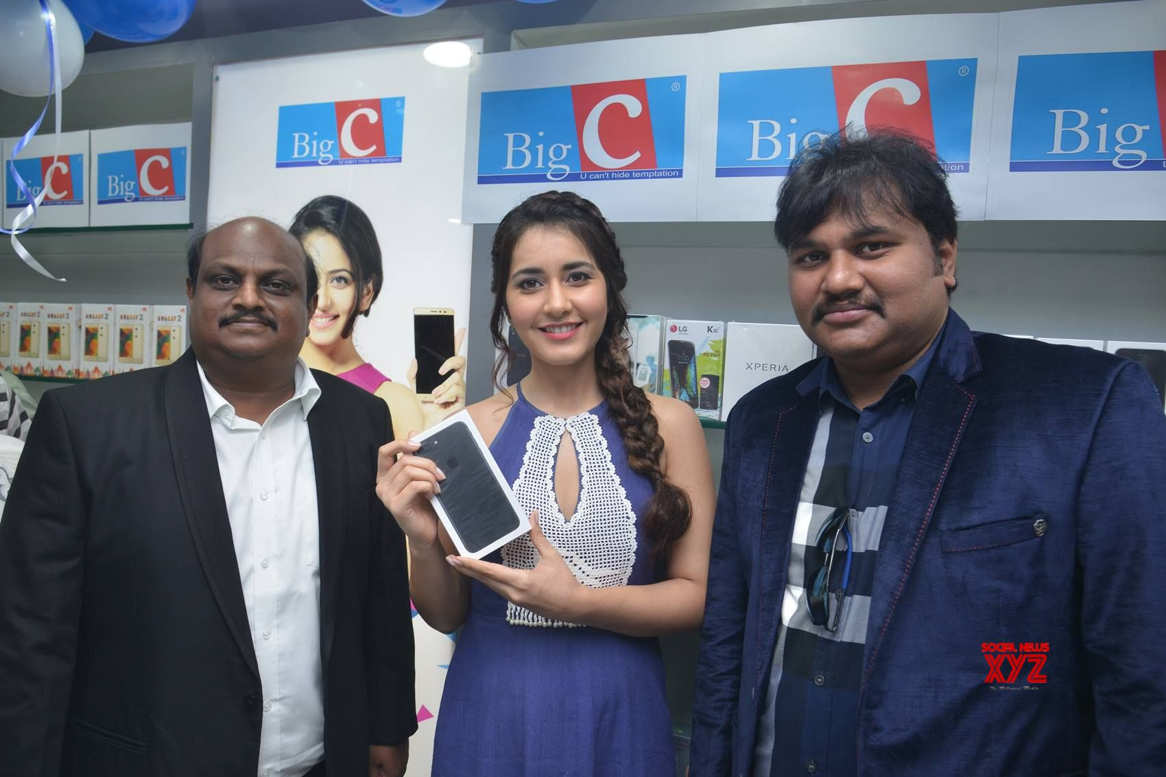 Actress Raashi Khanna Launches Big C Mobile Store At Guntur Gallery