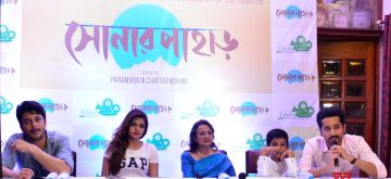 "Kolkata: Actors Jisshu Sengupta, Arunima Ghosh, Tanuja Mukherjee, Sreejata Banerjee and Parambrata Chatterjee during a press conference regarding film ""Sonar Pahar"" (Bengali) in Kolkata, on May 16, 2018. (Photo: IANS)"