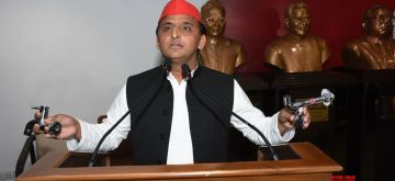 Lucknow: Samajwadi Party chief Akhilesh Yadav addresses a press conference in Lucknow on June 13, 2018. (Photo: IANS)