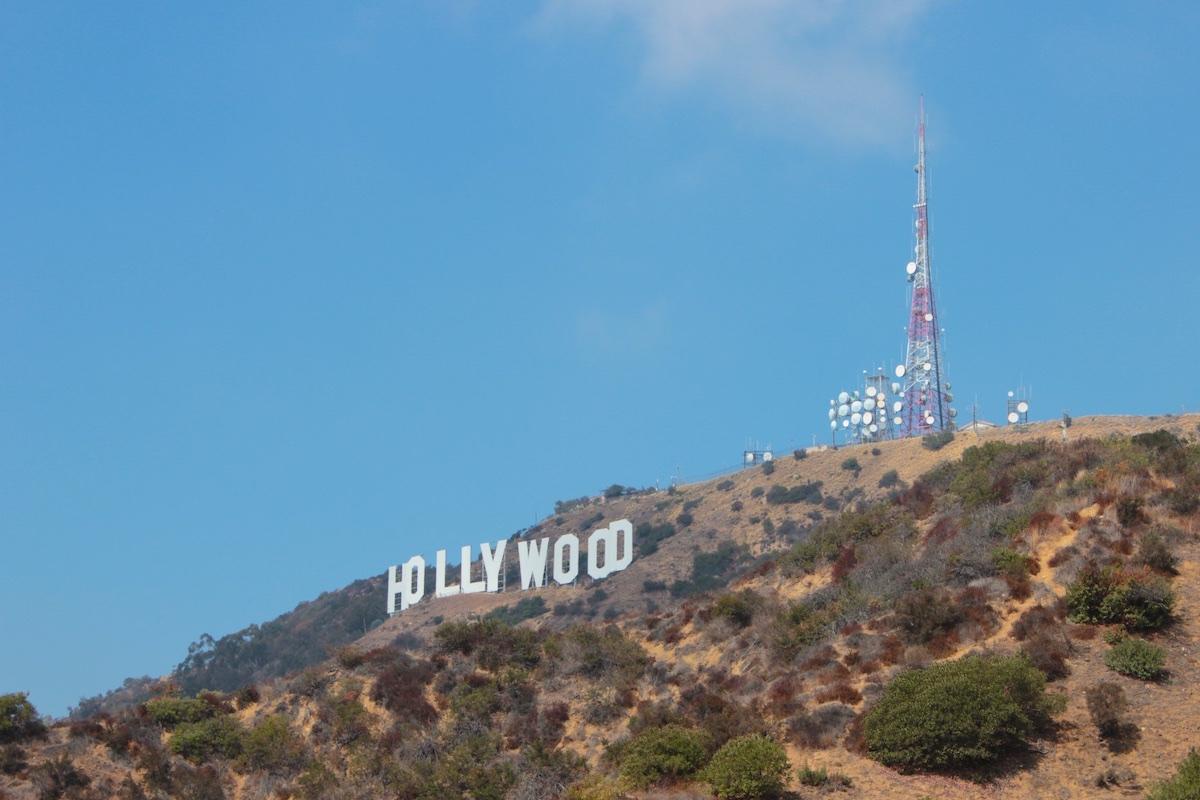 Warner Bros to make tramway to Hollywood sign