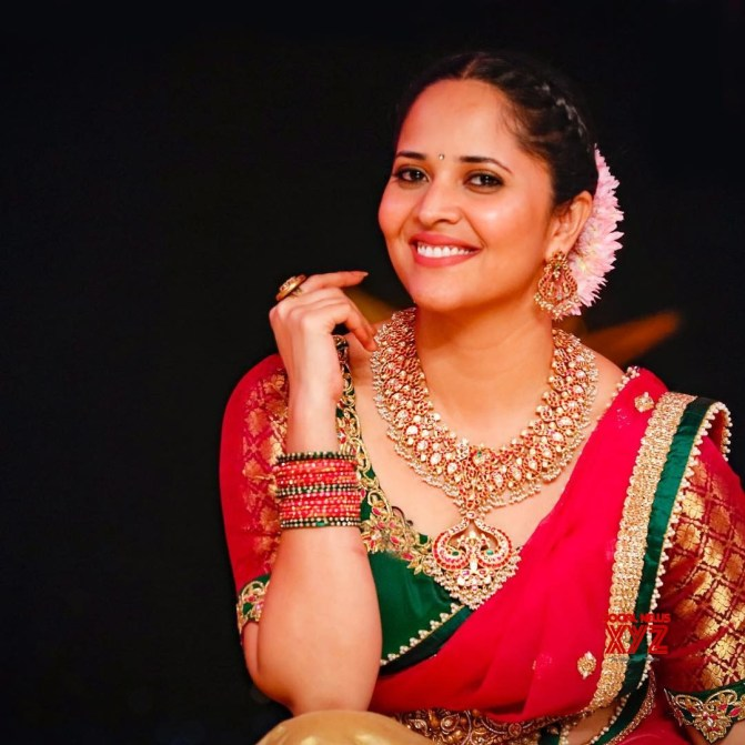 Anasuya to do a item song in F2