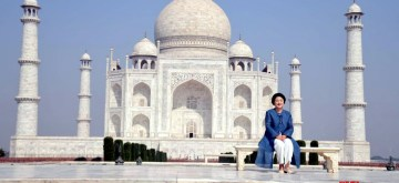 Agra: First Lady of South Korea, Kim Jung-sook visits the Taj Mahal in Agra on Nov 7, 2018. (Photo: IANS)