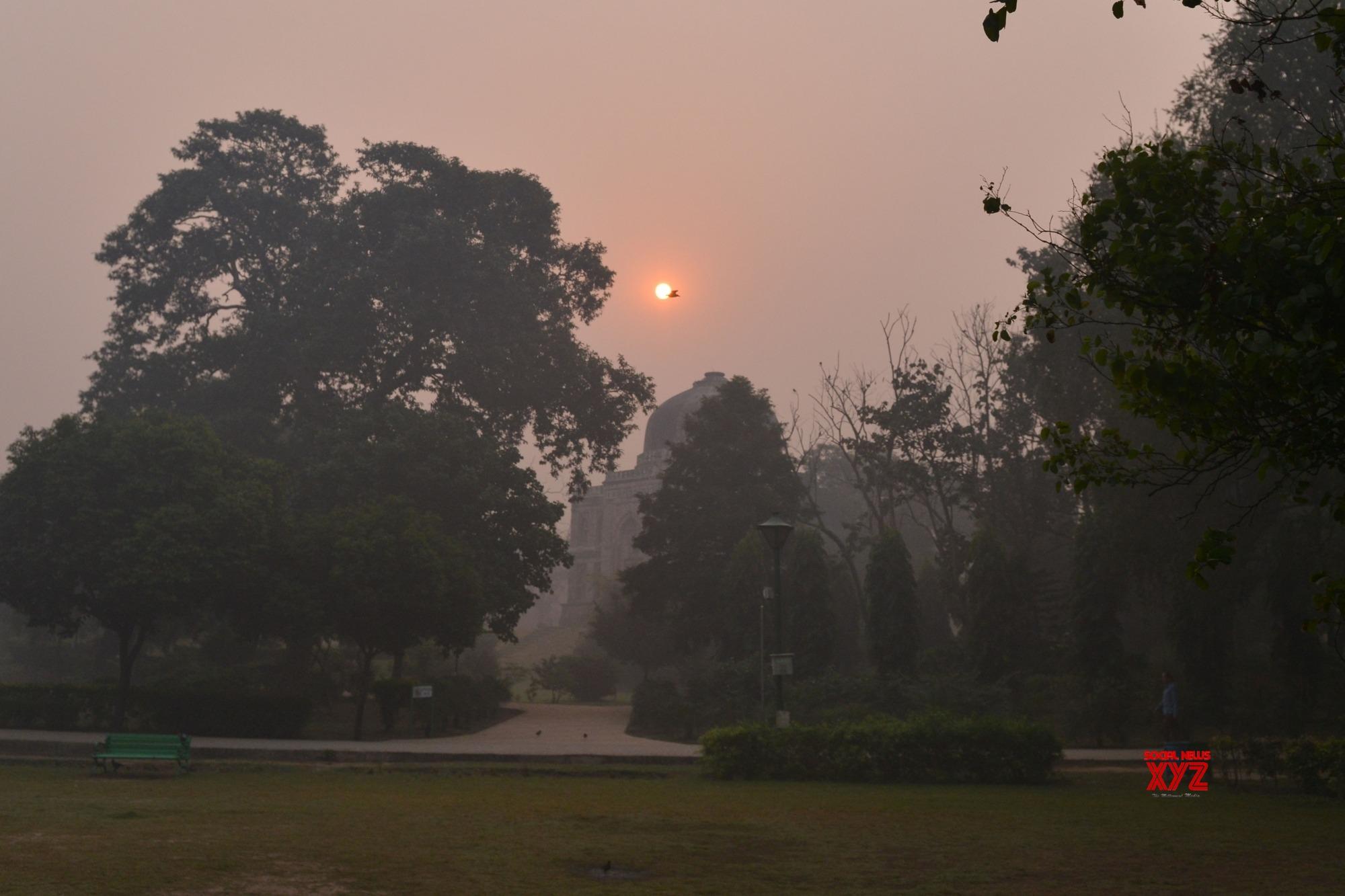 Misty Monday morning in Delhi