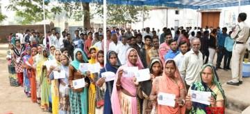 Mandsaur, Madhya Pradesh: People wait in a queue to cast their vote for Madhya Pradesh assembly elections at Mandsaur in Madhya Pradesh on Nov. 28, 2018. (Photo: IANS)