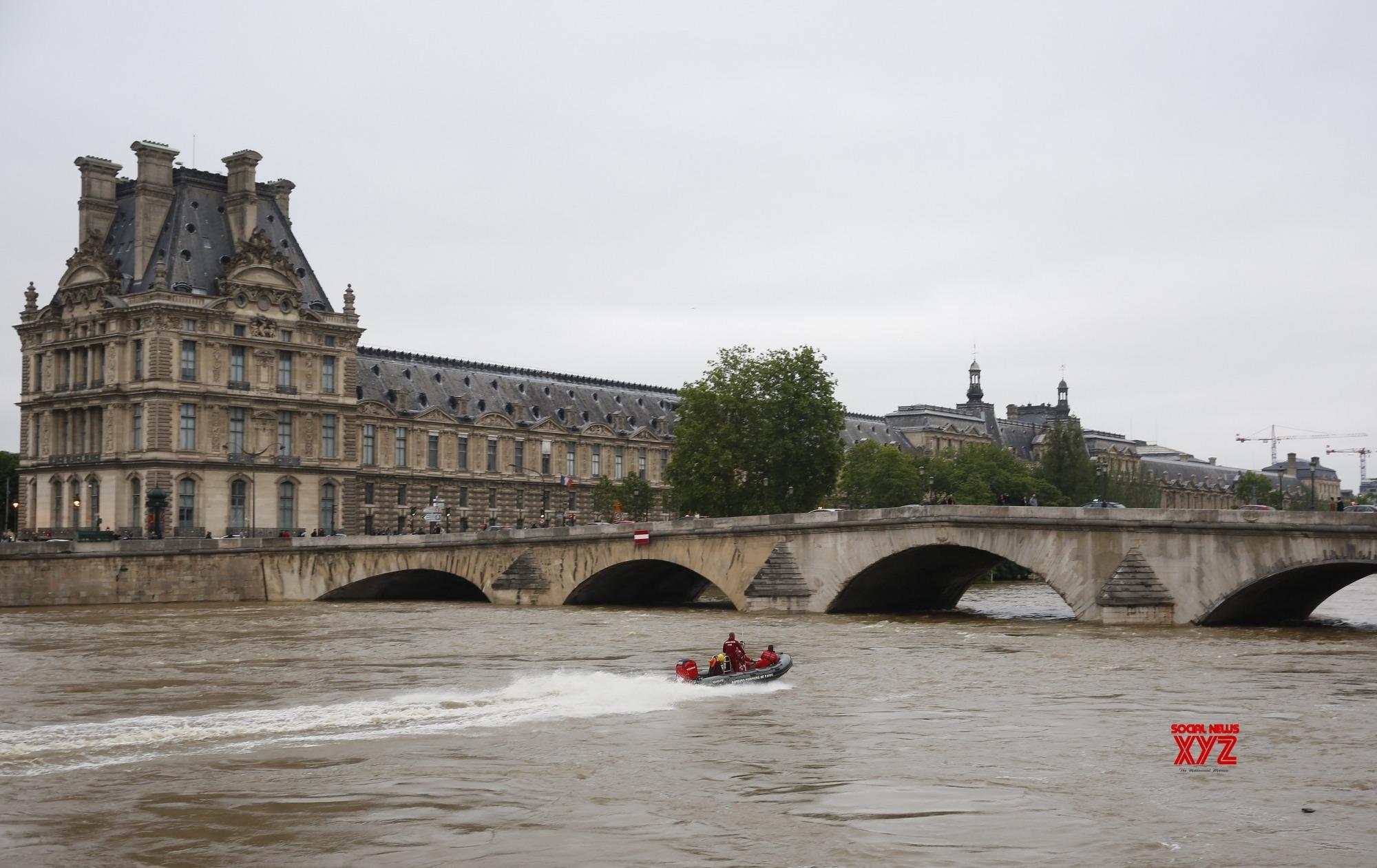 Paris tourist sites to close amid protest fears