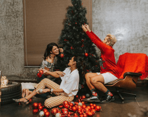 Actress Samantha With Friends Doing Christmas Decorations - Gallery