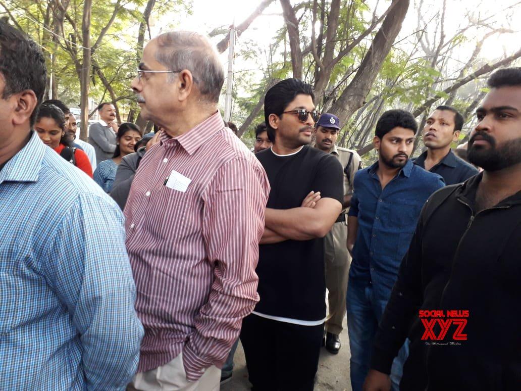 Allu Arjun Stills From Voting In Telangana Elections 2018
