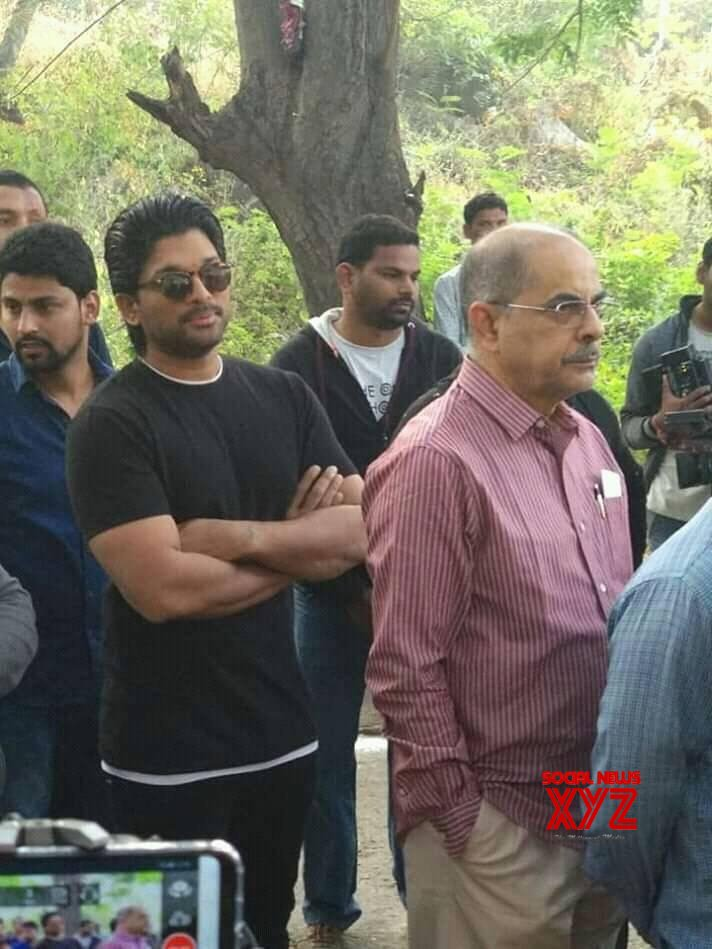 Hyderabad: Telangana Assembly election - Celebs and Politicians casts his vote