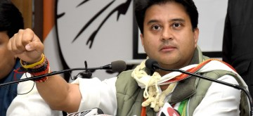 Jaipur: Congress leader Congress leader Jyotiraditya Scindia addresses a press conference in Jaipur, on Dec 2, 2018. (Photo: Ravi Shankar Vyas/IANS)
