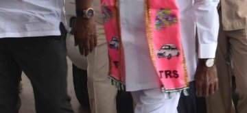 Hyderabad: Telangana Rashtra Samithi (TRS) chief K Chandrasekhar Rao arrives to attend a party meeting in Hyderabad on Dec 12, 2018. He will take oath as the state's Chief Minister for a second consecutive term on Thursday. (Photo: IANS)