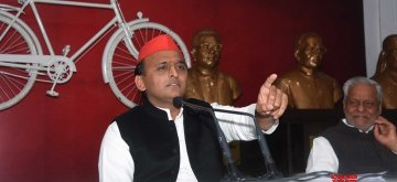 Lucknow: Samajwadi Party (SP) chief Akhilesh Yadav addresses a press conference at the party office in Lucknow, on Dec 30, 2018. (Photo: IANS)