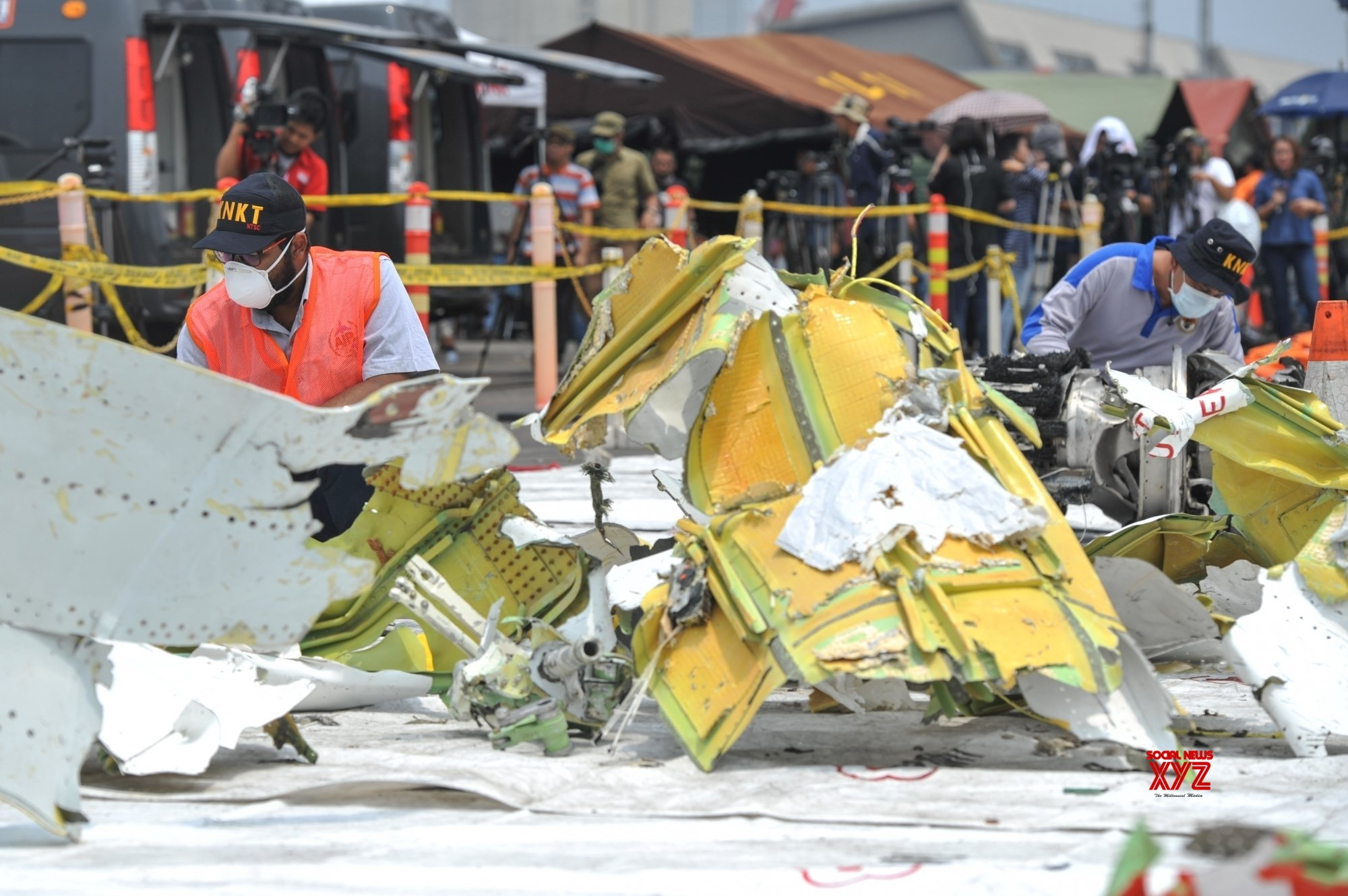 Indonesia recovers cockpit voice recorder of crashed plane