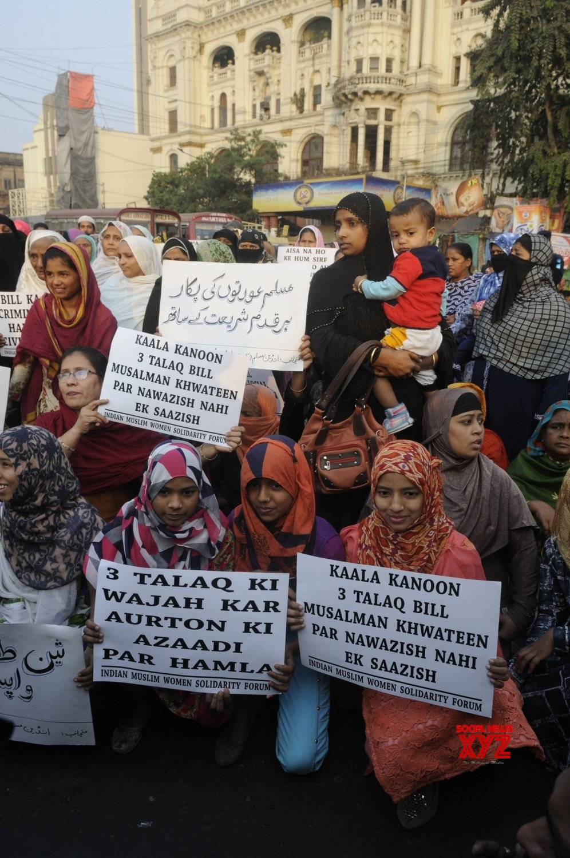 Kolkata: Muslim women demonstrate against talaq bill #Gallery