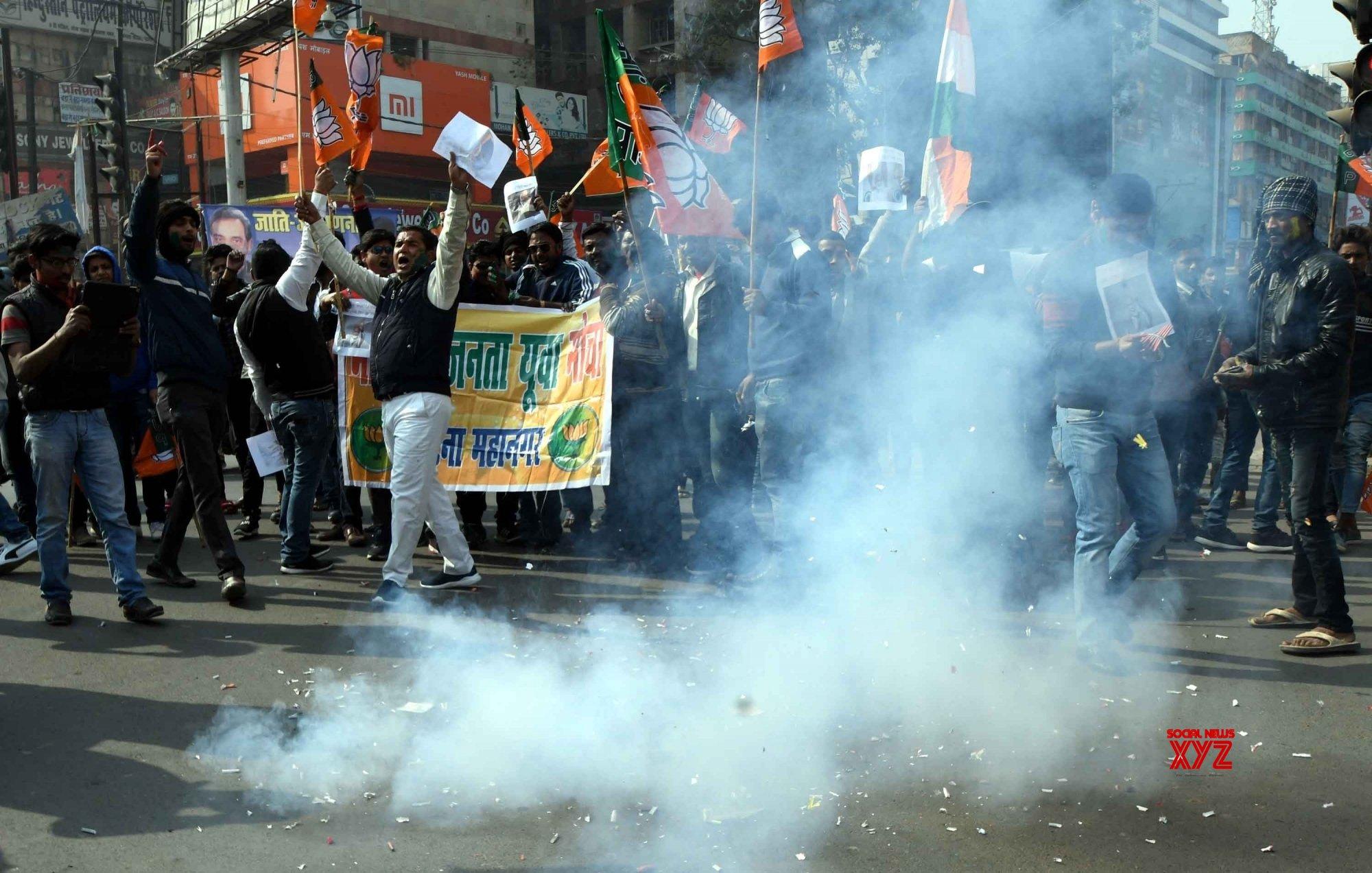 Patna: Parliament passes upper caste quota Bill, BJYM celebrates #Gallery