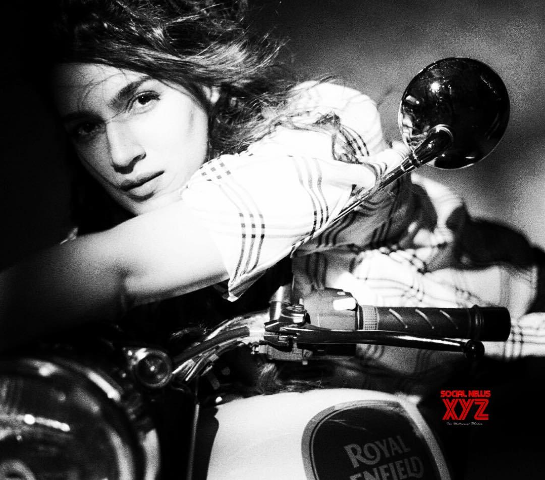 Actress Kriti Sanon Latest Travel Stills