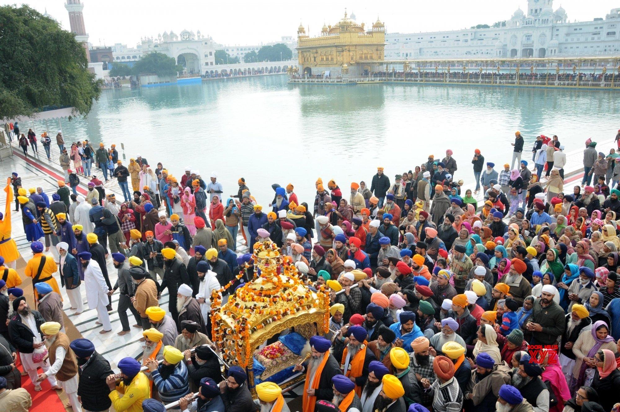 Devotees throng gurdwaras to mark Guru Gobind Singh's birth anniversary