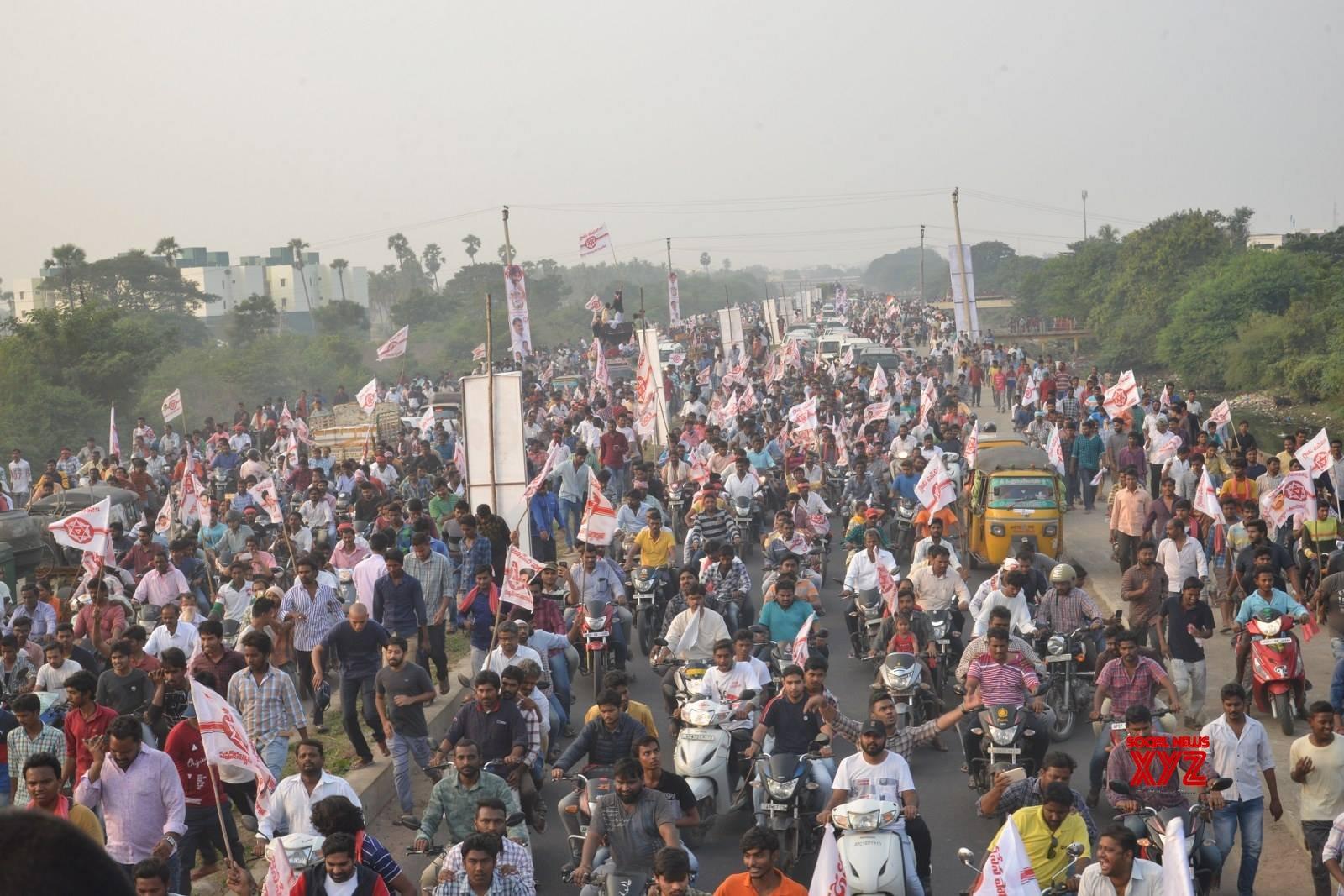 JanaSena Chief Pawan Kalyan Rally In Tenali Gallery Set 6