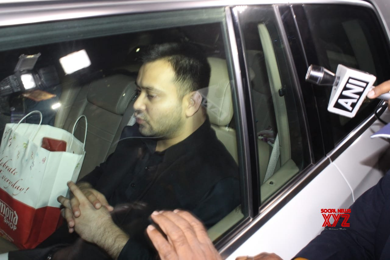 Lucknow: Tejashwi Yadav arrives to meet Mayawati #Gallery