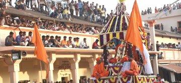 Tumukuru: Last rites of Sri Shivakumara Swamiji who passed away at the age of 111 years underway at Siddaganga Mutt in Tumukuru, Karnataka on Jan 22, 2019. (Photo: IANS)