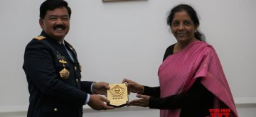 New Delhi: Indonesian National Defence Forces, Commander-in-Chief Air Chief Marshal Hadi Tjahjanto meets Defence Minister Nirmala Sitharaman in New Delhi, on Feb 4, 2019. (Photo: IANS/DPRO)