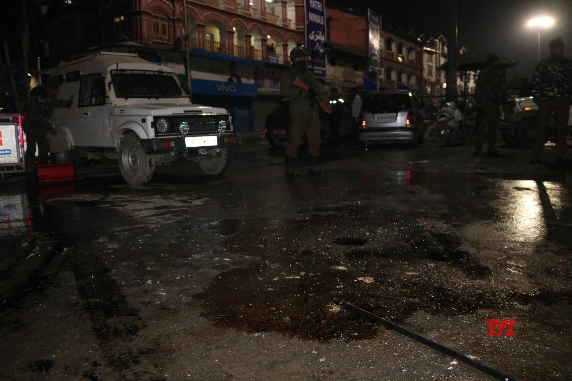 Seven security personnel injured in Srinagar grenade attack