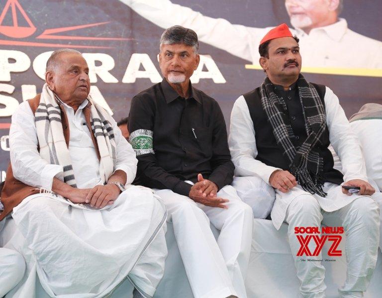 New Delhi: Mulayam, Sharad Yadav extend support to Chandrababu Naidu #Gallery